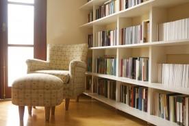 Come sistemare una libreria per creare un angolo lettura