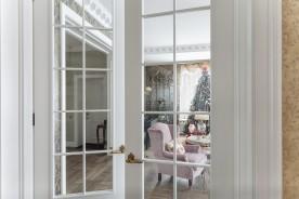 Porte interne con vetro: perché sceglierle per arredare casa?